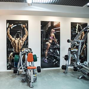 панно-из-стекла-фитнес-центра