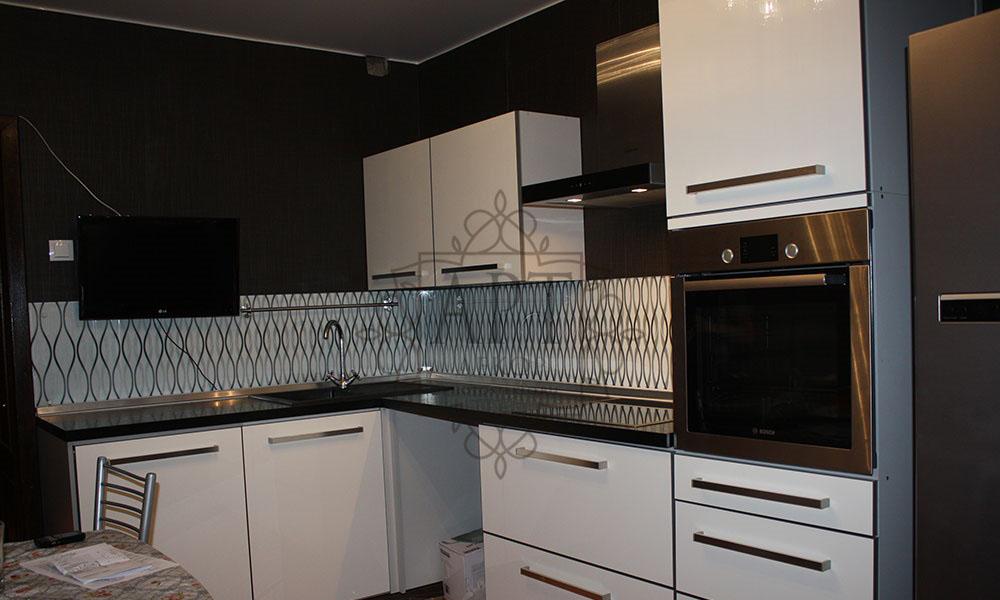 Узор в белой кухне