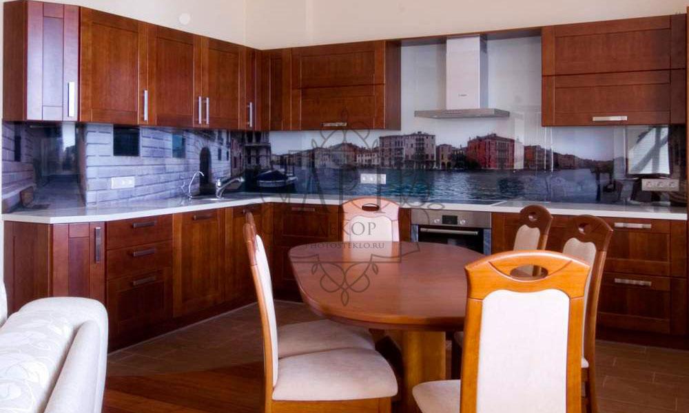 Венеция в коричневой кухне
