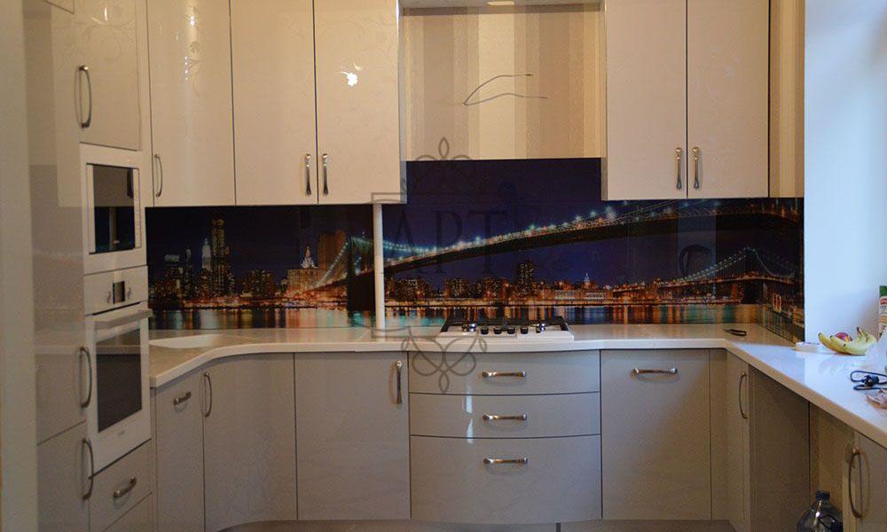Бруклинский мост в белой кухне