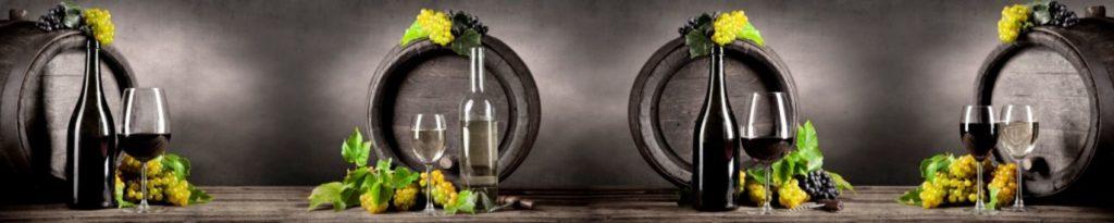 Бочки и бутылки вина