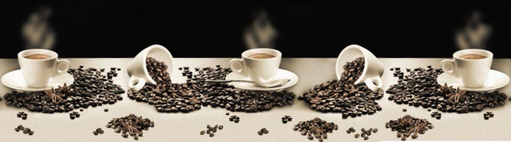 Зерна кофе с чашками