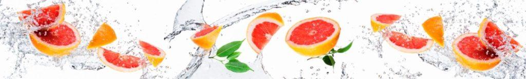 Красные апельсины в воде