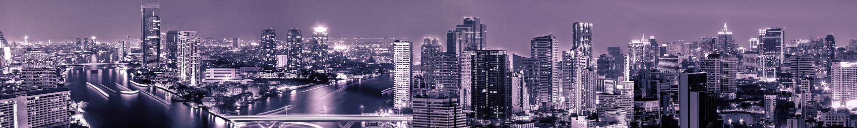 Ночной город в фиолетовом цвете