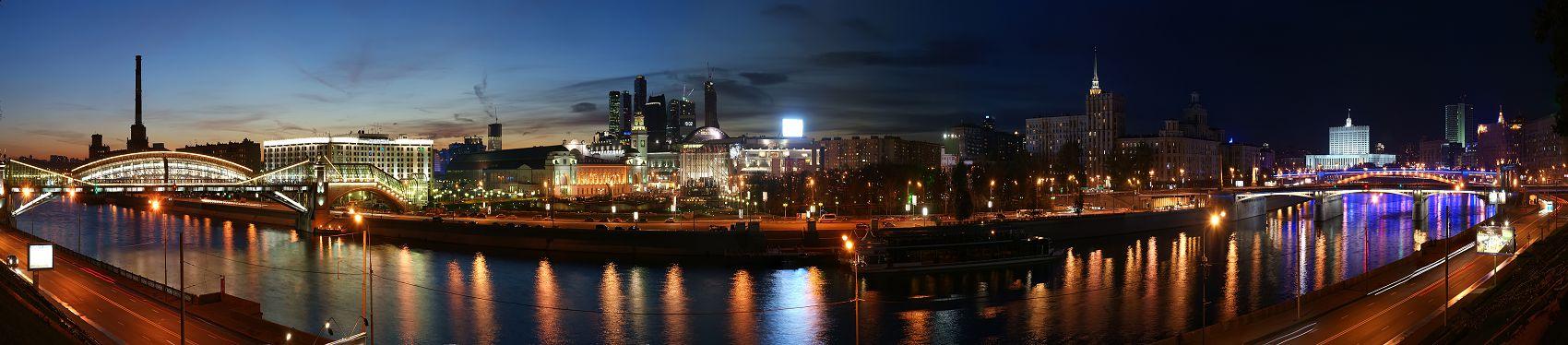 Москва река ночью