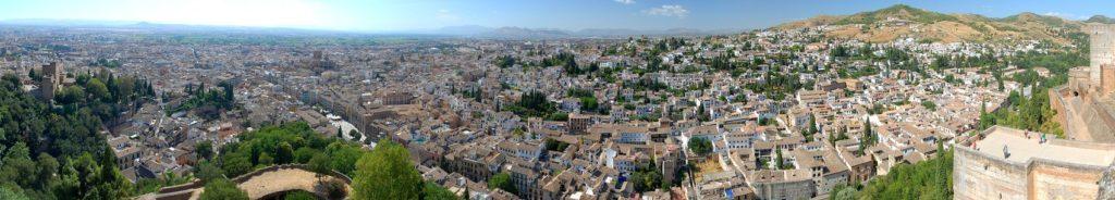 Архитектурный ансамбль Альгамбра в Испании