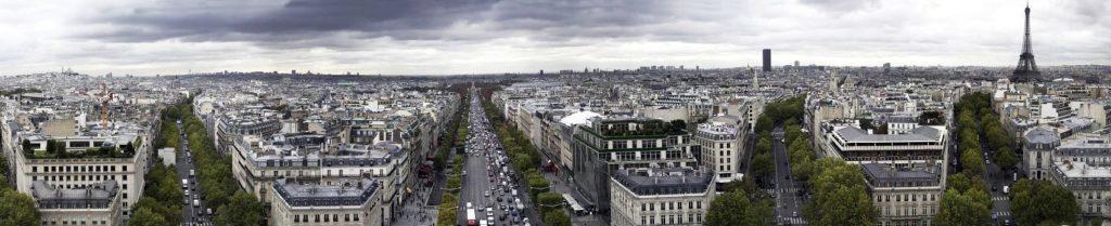 Хмурое небо над Парижем