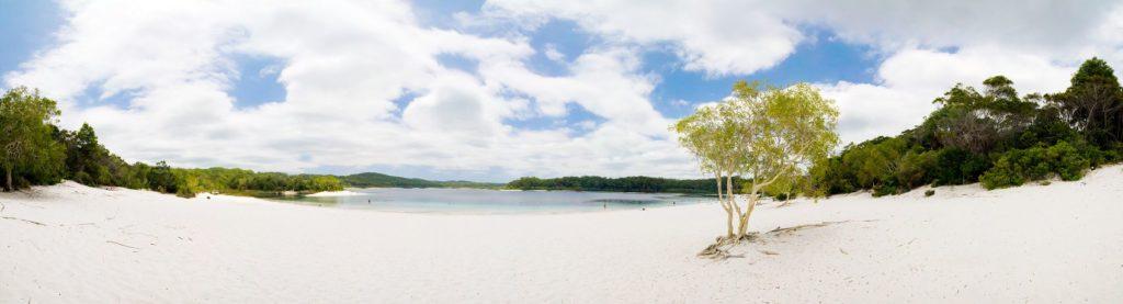 дикий пляж на острове