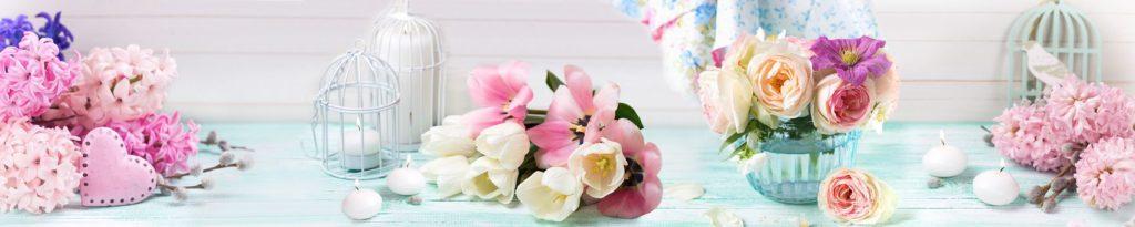 Натюрморт с цветами и свечками