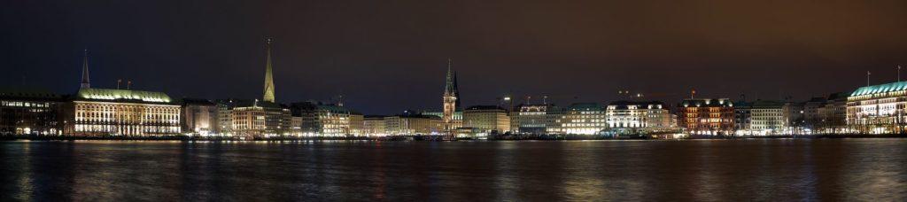 Город в Германии ночью панорама