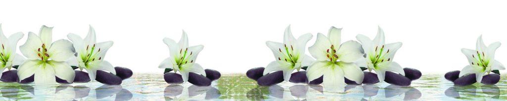 Фартук для кухни белые лилии на камнях