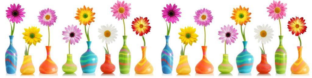 Изображение с цветами декоративными в вазе