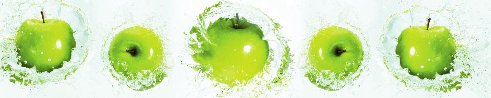 Зелёные яблоки в воде