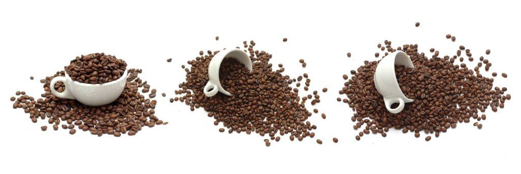 Зёрна кофе в чашках