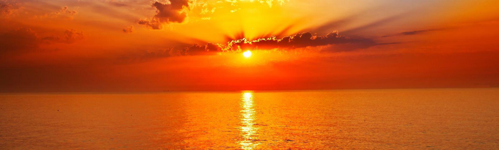 Закат в море скинали