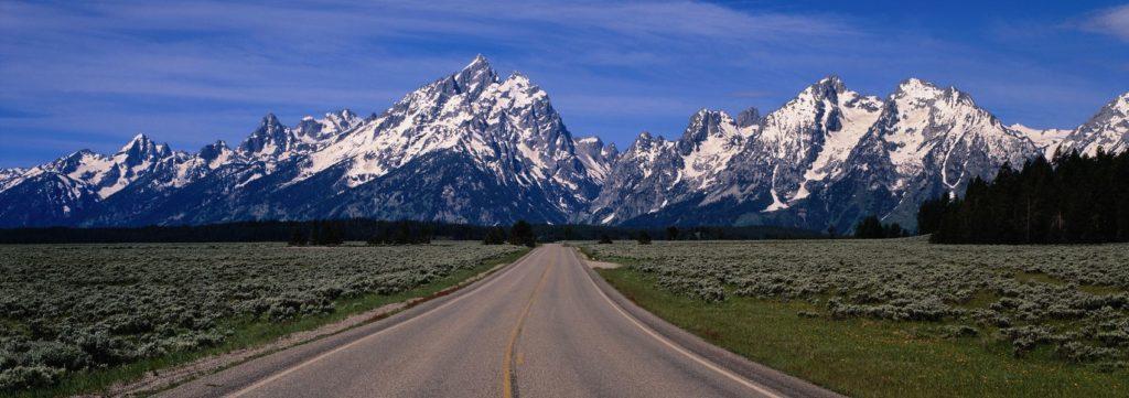 Горы с дорогой